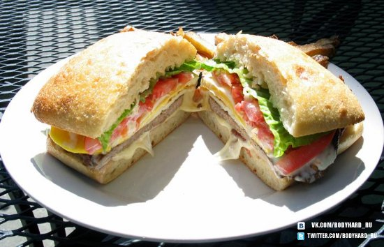 Бутерброд из бекона с яйцом