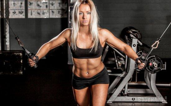 Как тренировки грудных мышц влияют на женскую грудь