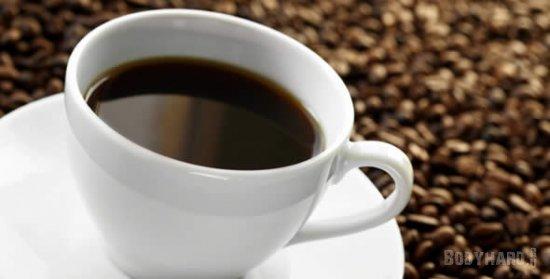 В одной чашке кофе содержится около 200 мг. кофеина